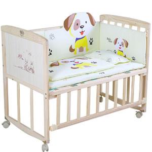 可拆卸实木拼接婴儿床,可与父母的大床无缝拼接